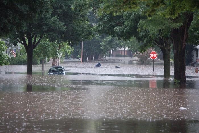 Conselhos para conduzir com chuva