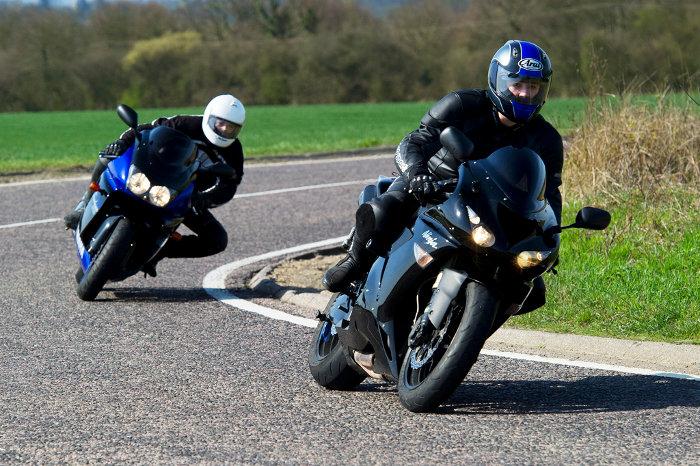 Motos e curvas - Reacções de sobrevivência