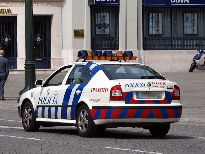 Octavia_police_car_of_Porto