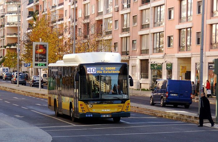 Autocarro escolar no regresso às aulas