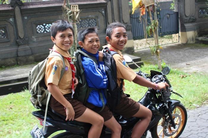 Regras da estrada para jovens em motociclos