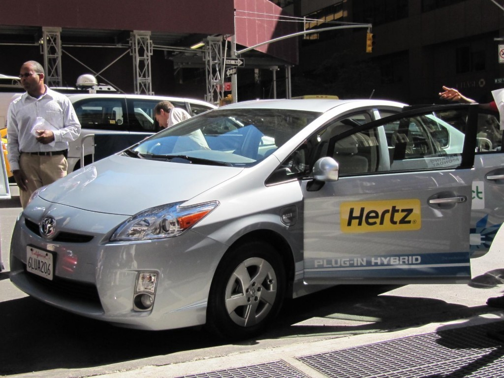 hertz-electric-car-rental-press-event-new-york-city-september-2010_100324651_l