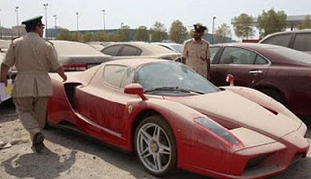 Ferrari Enzo abandonado