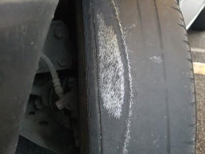 Os perigos de um pneu careca  2