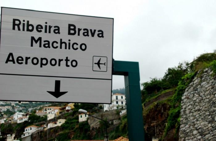 #ribeirabrava #machico #aeroporto #madeira #madeiraisland #roadsafety #safety #sign