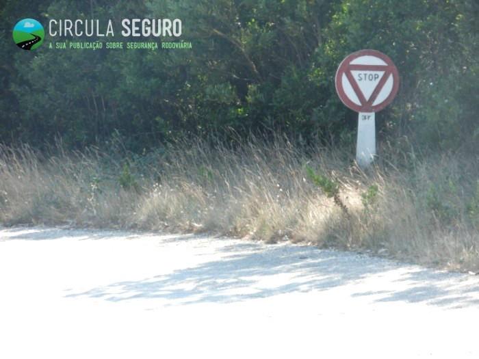 Paragem ao sinal de STOP