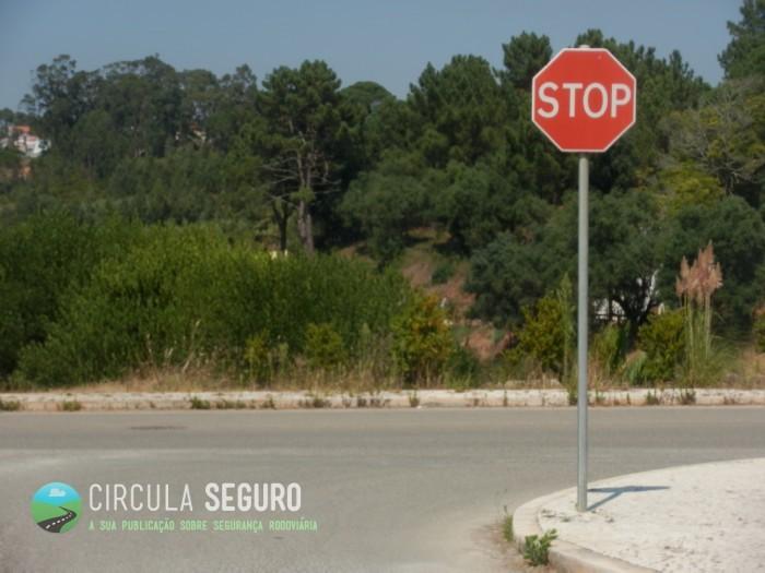 Transgressão à paragem ao Stop