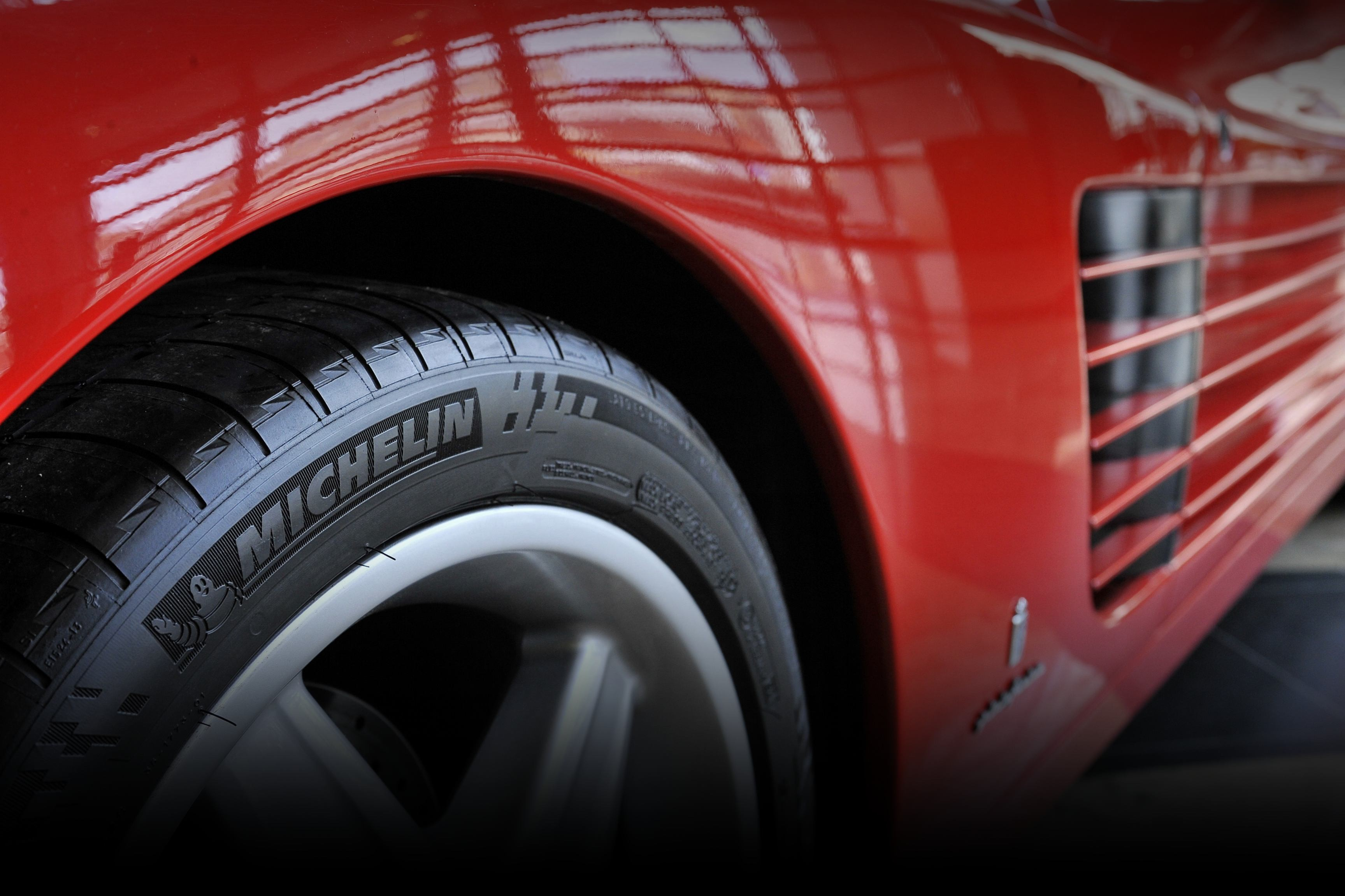 ps-2-tyre-background
