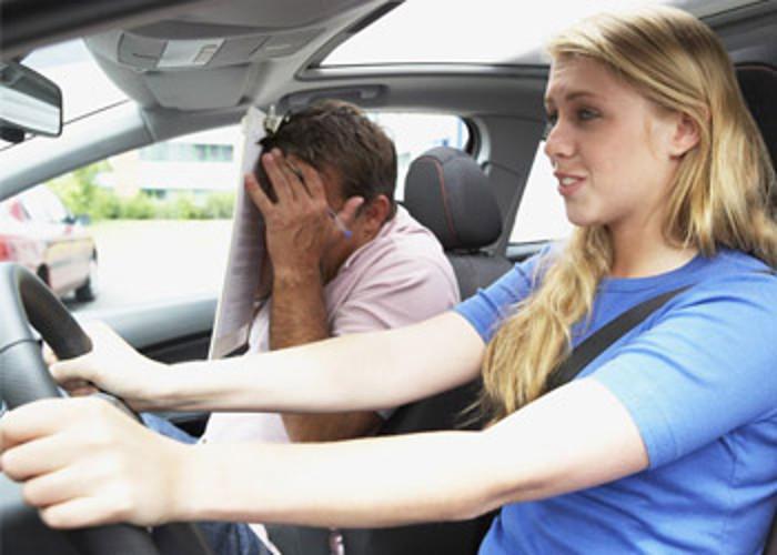 instrutor de condução, o perigo associado