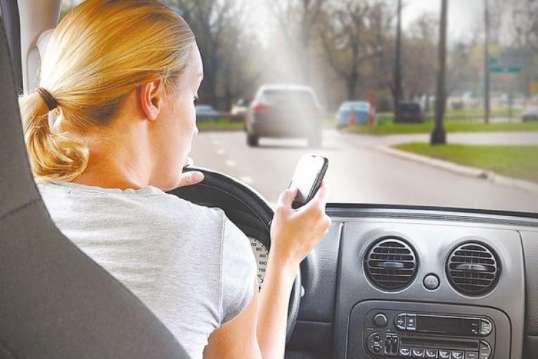 distrações na estrada