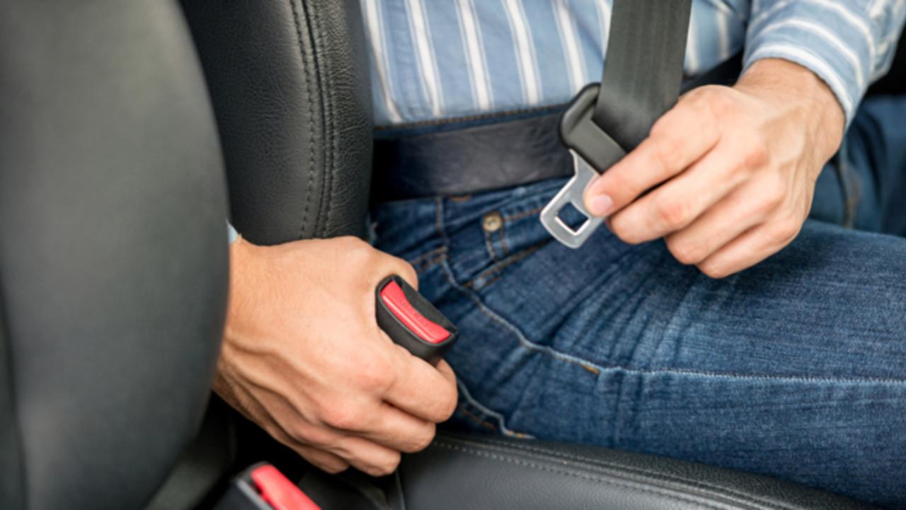 717a47fb128f7 O cinto de segurança salva vidas e é de uso obrigatório pelo condutor e  passageiros. Só em situações excecionais é que há lugar à dispensa da sua  colocação.