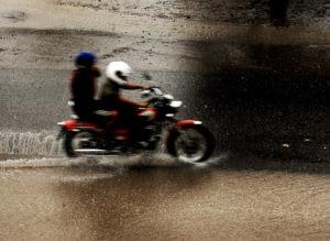 chuva moto