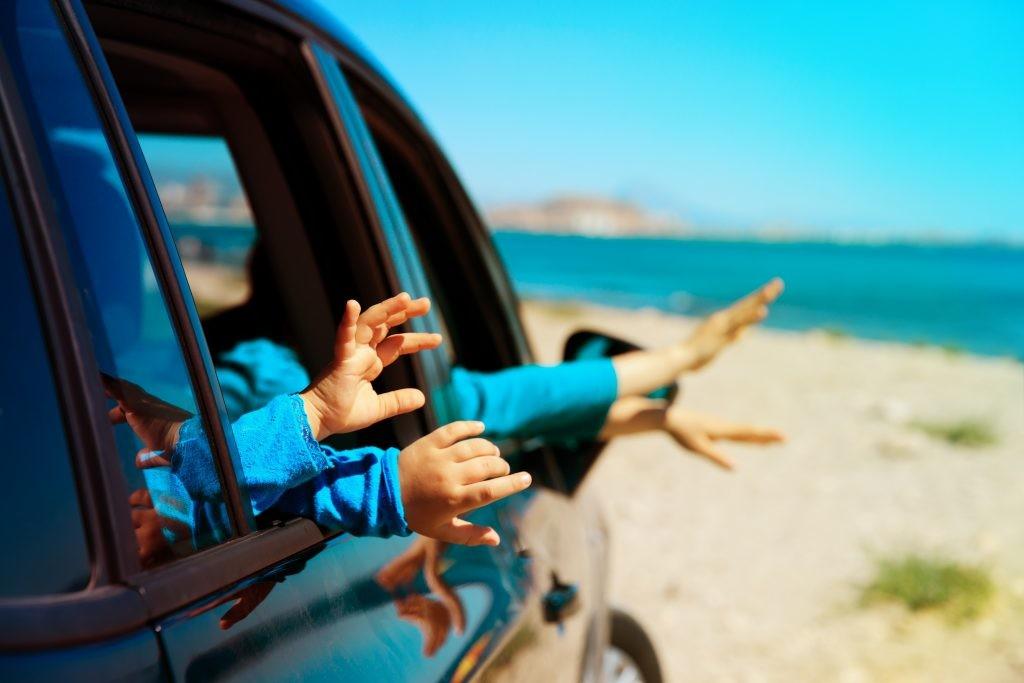 entreter crianças nas viagens longas