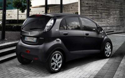 ¿Puedo invertir en un vehículo eléctrico si mi potencia contratada es de 2,3 kW? ¡Por supuesto!