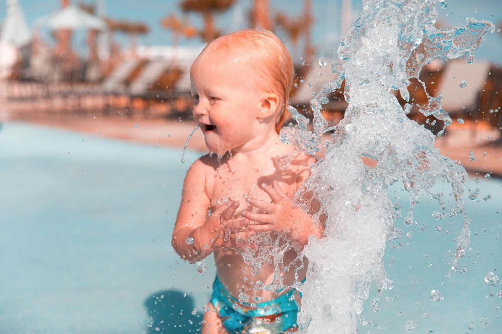 Mantener hidratado a tu bebé es esencial: y en verano, más que nunca