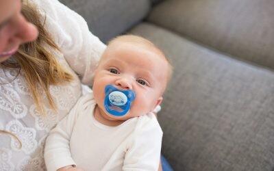 De silicona, ortodónticos, nocturnos… ¿Cómo elegir el chupete adecuado para tu bebé?