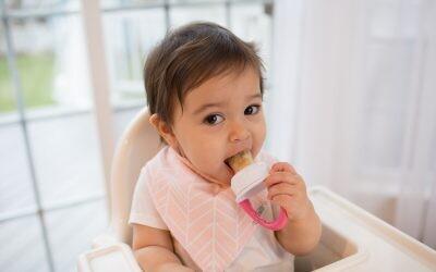 Los bebés también se sientan a la mesa: consejos para integrarlos en las comidas y cenas navideñas