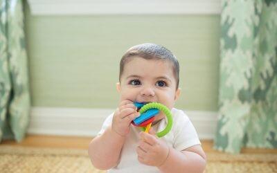 Mordedores para bebés: cuándo y cómo usarlos para aliviar la salida de los dientes de leche