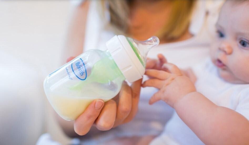 Una toma saludable y placentera pasa por elegir la tetina que mejor se adapte a tu bebé: claves para acertar