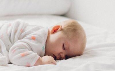 Hora de dormir: cómo ayudar a tu pequeño a conciliar el sueño y los beneficios de un buen descanso