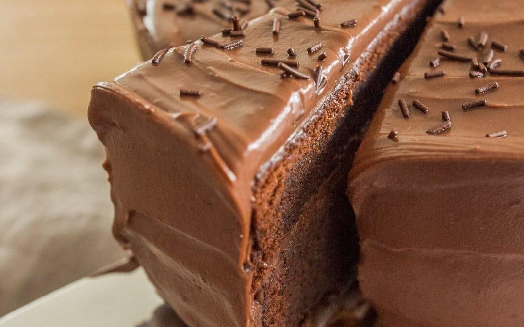 Con té matcha, toffee o fruta: tartas de chocolate para enamorar a los amantes del dulce