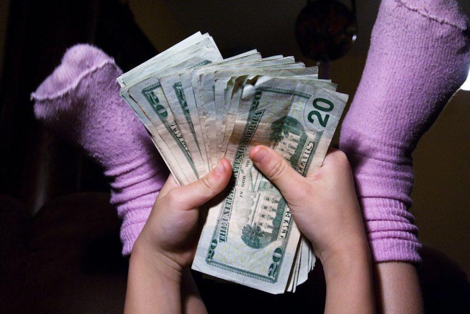 Deberíamos explicarles a nuestros hijos cuánto dinero ganamos 2