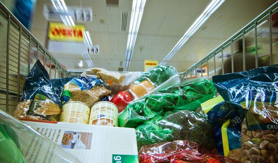Si el cerebro tiene hambre, es más fácil que se deje llevar por las ofertas del supermercado y llenar el carro con cosas que no necesitamos