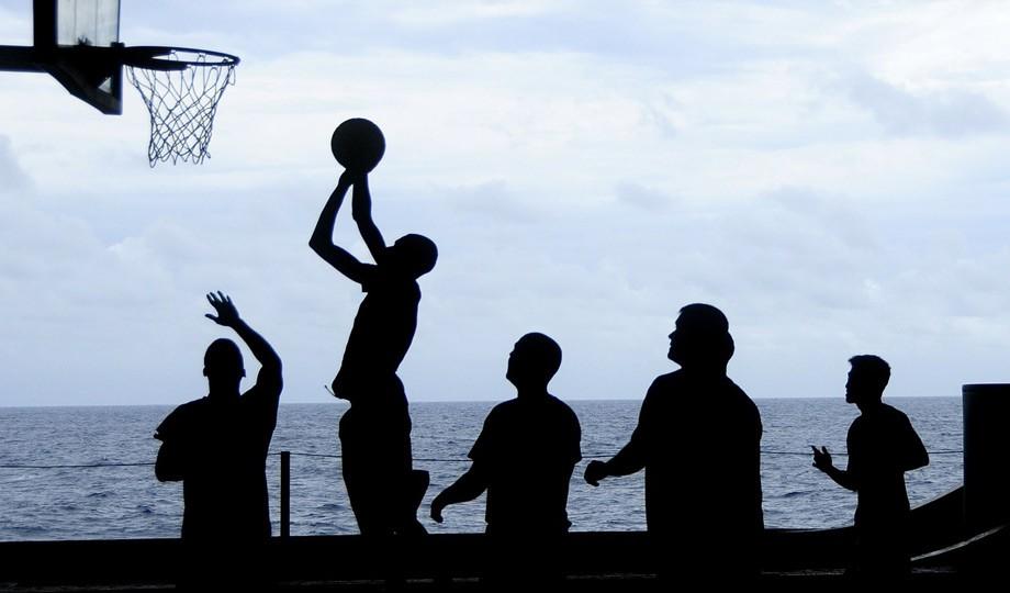 Siete deportes para ponerte en forma sin pisar el gimnasio (y ahorrarte la cuota)