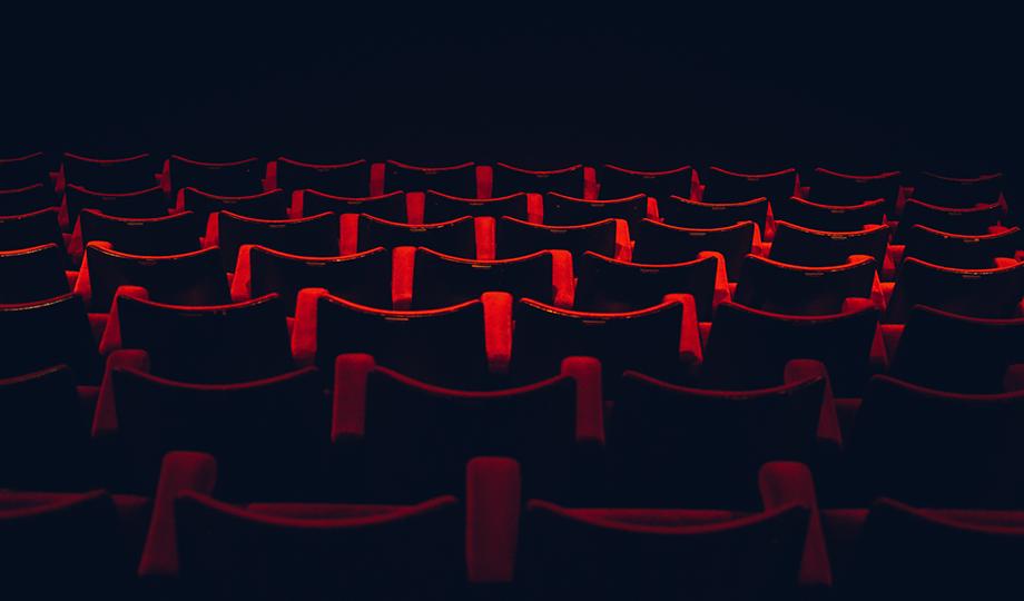 esperar en el cine
