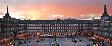 https://img.blogs.es/ennaranja/wp-content/uploads/2016/05/Plaza-Mayor-de-Madrid-390x160.png