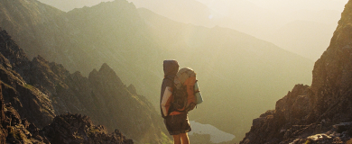 https://img.blogs.es/ennaranja/wp-content/uploads/2016/07/Las-vacaciones-que-tus-padres-nunca-se-atrevieron-a-soñar-viajar-solo-390x160.png