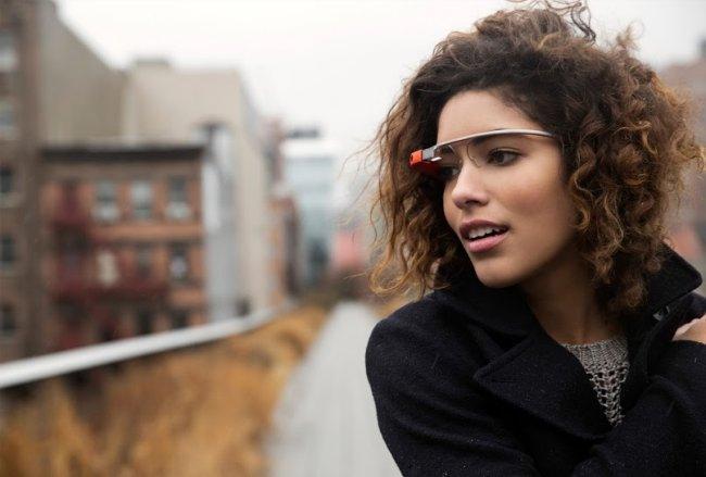 Chica con las Google Glass