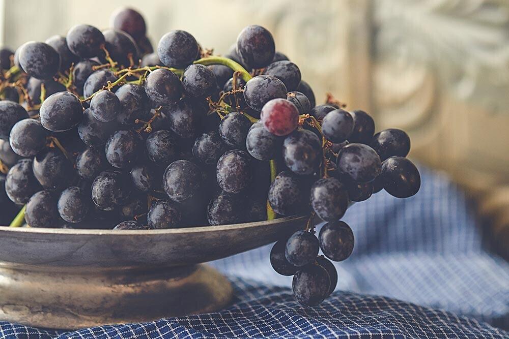 Siete variedades de uvas clásicas que están más de moda que nunca y que convertirán tu bodega en 'trending topic'