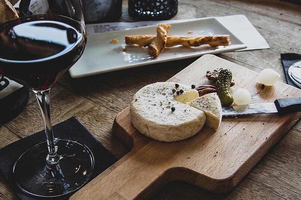 ¿Sabemos degustar queso con vino? 5 errores comunes vs. 5 maridajes perfectos