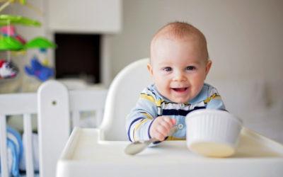 Estos son los principales hitos de la alimentación complementaria a cada edad