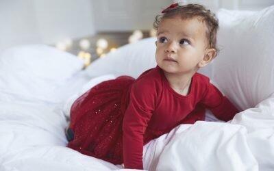 La Navidad con un bebé en casa se disfruta el doble: ideas para vestir a tu peque en estas fiestas
