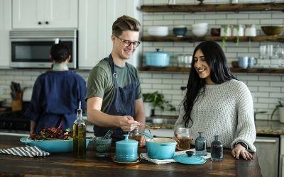 La tecnología a los fogones: cocinar en casa nos hace más sanos y más felices