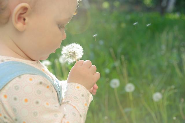 Los cinco sentidos del bebé y cómo estimularlos a través del juego