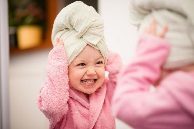 ¿Qué pasa por la cabecita de tu bebé cuando se mira al espejo?