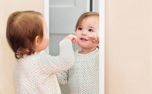 Qu pasa por la cabecita de tu beb cuando se mira al espejo jugar con fisher price - Espejo irrompible ninos ...