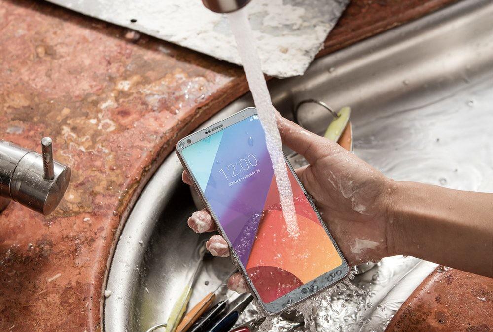 Cualquier pasado fue mejor, pero no: un smartphone actual resiste más que tu primer móvil