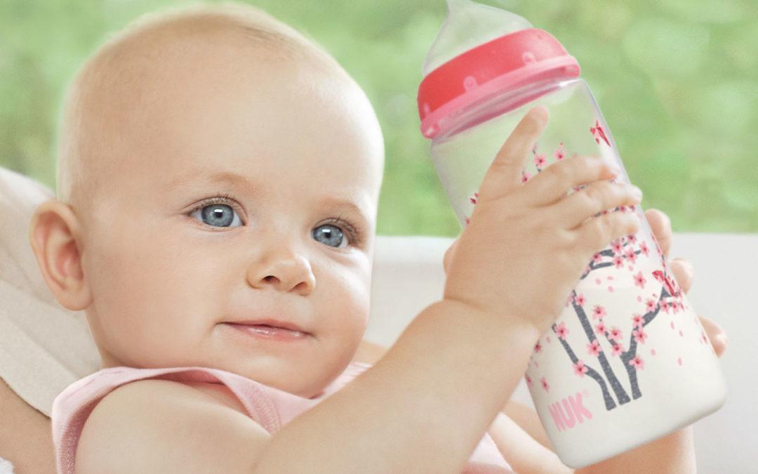 Si separas la ropa del bebé al lavar, ¿por qué no limpiar biberones y chupetes aparte?