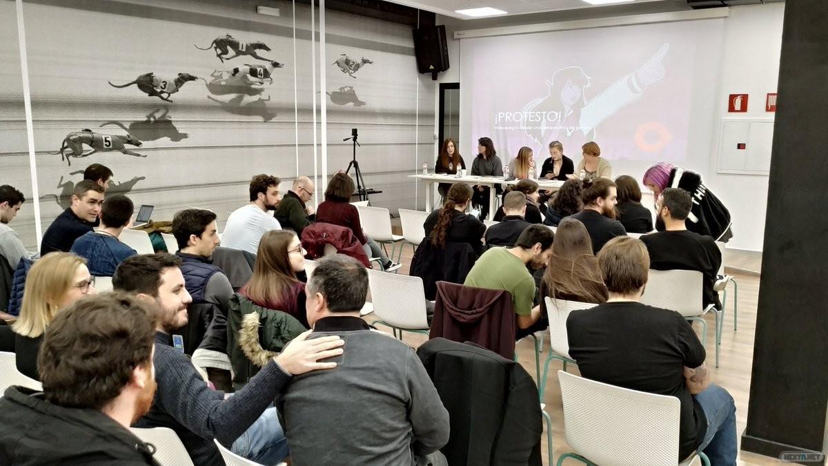 Algunas de las autoras de ¡Protesto! durante la presentación del libro en Barcelona. Foto: ICOA (Institut Català d'Oci Alternatiu i noves tecnologies)