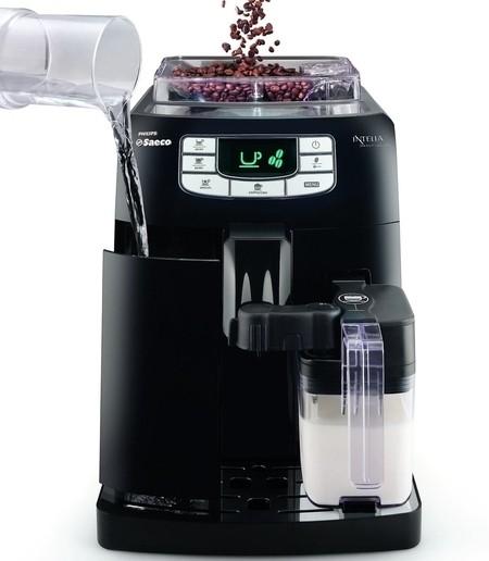 Cafetera Intelia Class de Philips Saeco llenado