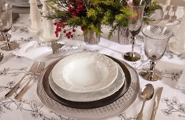 mesa navidad decorada en plata
