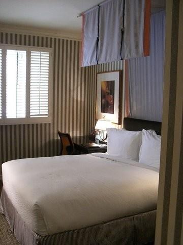 C mo hacer la cama igual que en los hoteles mi mundo philips - Como hacer una cama de hotel ...