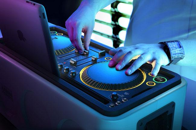 Armin van Buuren M1X-DJ