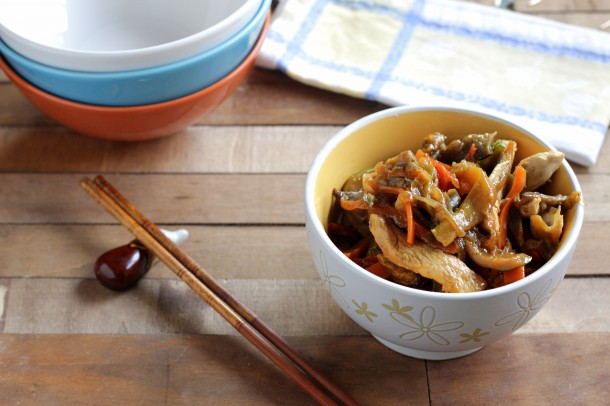 C mo preparar un wok de pollo y verduras salteadas en for Cocinar wok en casa