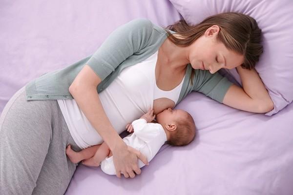 Breastfeeding_position_04-L
