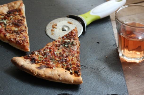 Porción de pizza de carne